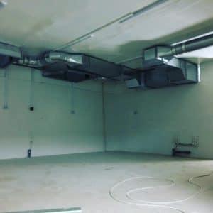 Монтаж кухонной вентиляции в супермаркете.