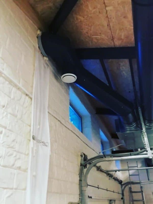 Открытый монтаж приточно-вытяжной вентиляции с фильтрацией и рекуперацией воздуха.